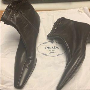 NWOT Prada Logo Brwn W Slvr Kitten Heel Lthr Boots
